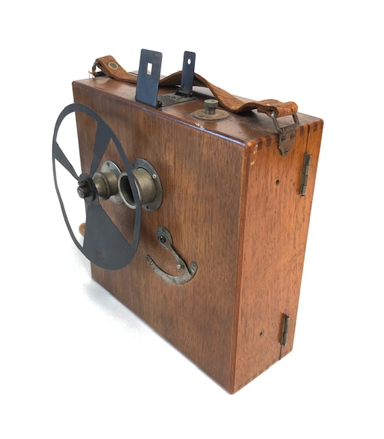 Camera Le Seul Noël Courvoisier France 1921